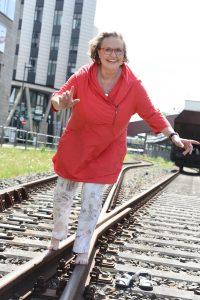 Gabriele auf den Gleisen