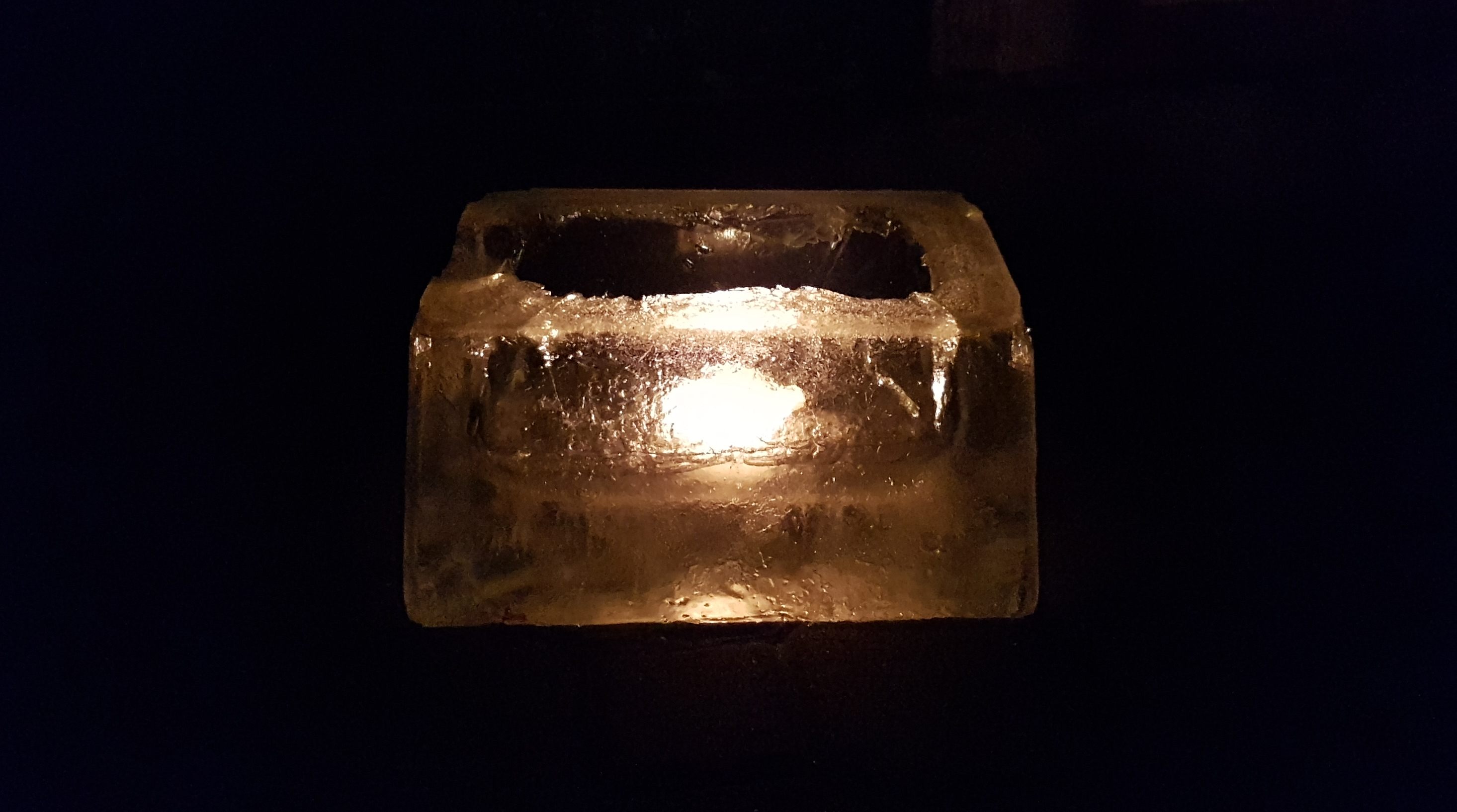 Kerzenschein Aus Dem Eisblock